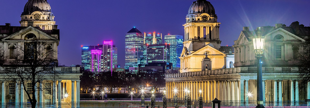 University of Greenwich in front of Canary Wharf skyline