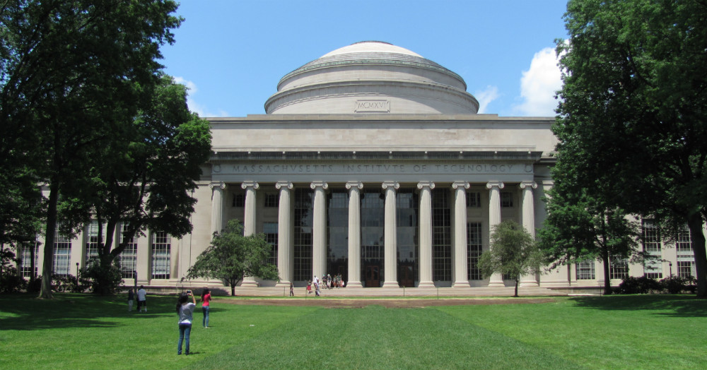 massachusetts-institute-of-technology-overlooking-killian-court